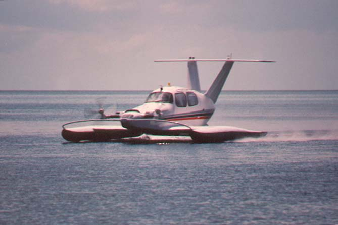 http://www.links999.net/hovercraft/images/ekranoplan.jpg